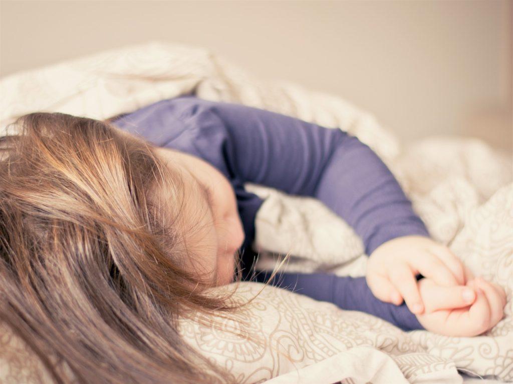 子供の寝ている姿