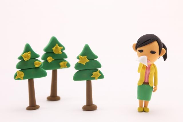 花粉症で悩む女性のイラスト